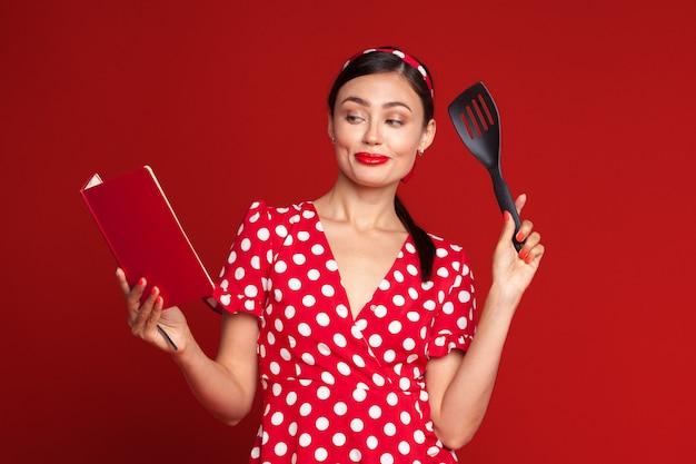レトロな女性の料理