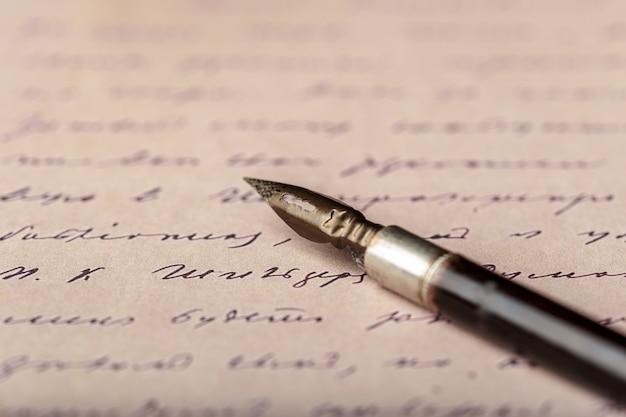 アンティークの手書き文字に万年筆
