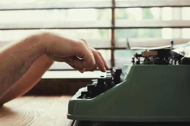 アンティークタイプライター。ビンテージタイプライターマシン