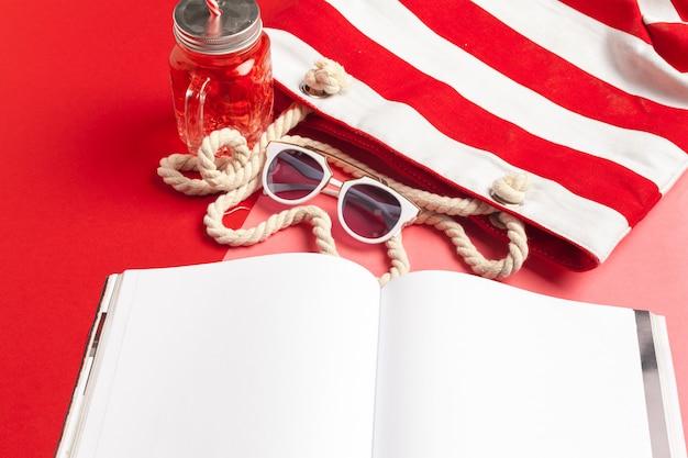 日記の夏のビーチの休暇の概念を書く