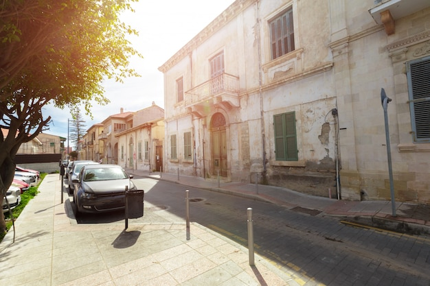 Уличная сцена в старом городе в европе