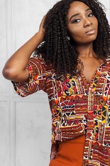 美しさ若いアフロアメリカンの女性