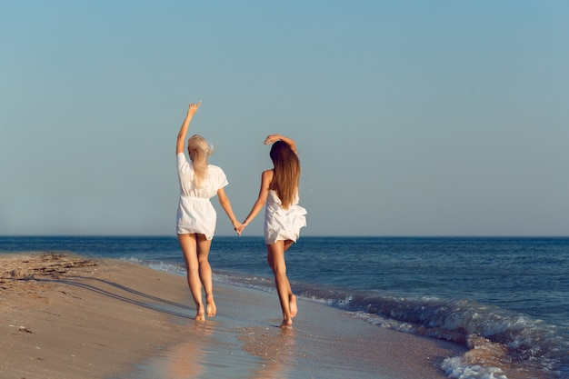 休暇中の女性の友人