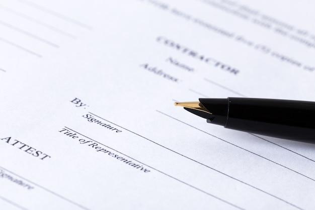 業務契約書と万年筆
