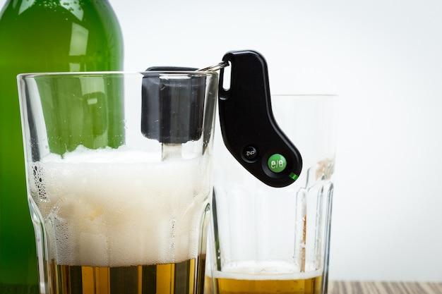 アルコールと車のキー