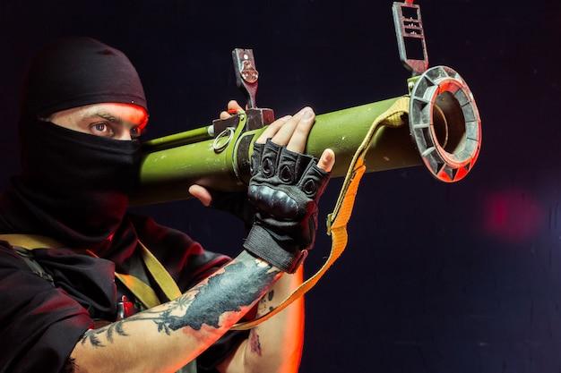 彼の武器を持つテロリスト。テロについて