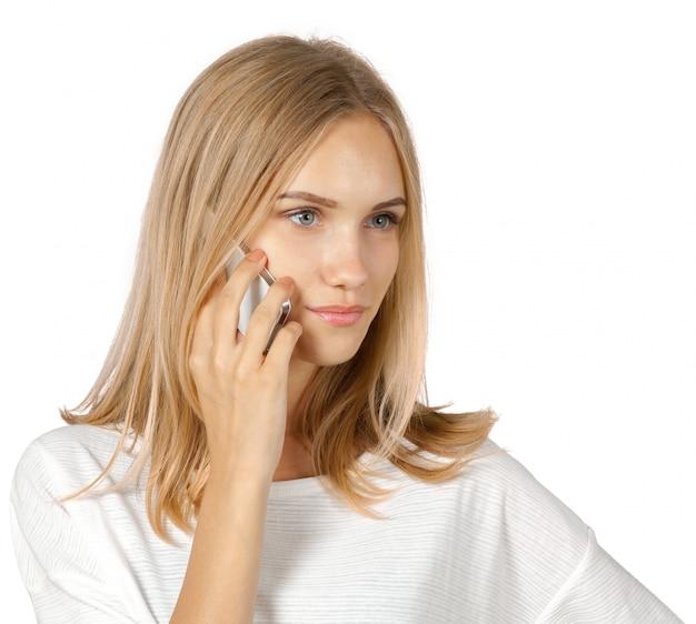 分離された電話で話している陽気な女性