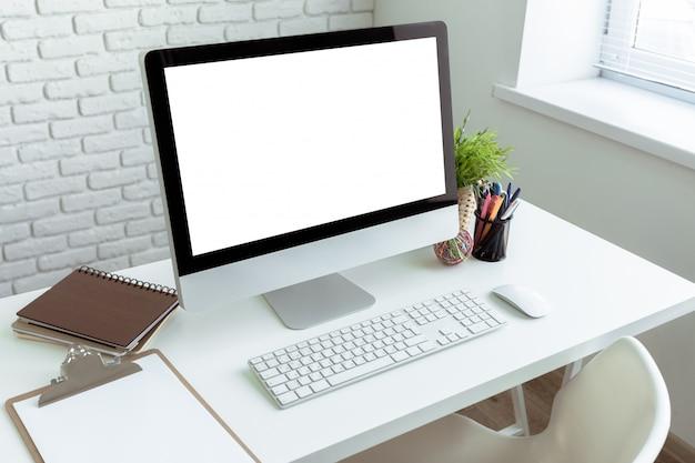 Белый офисный стол