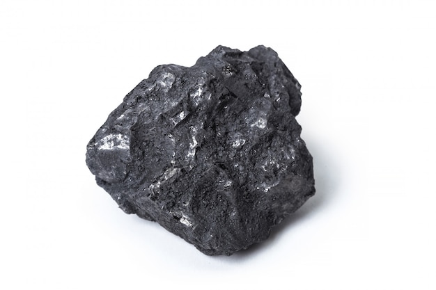 Древесный уголь из натурального дерева, изолированный на белом