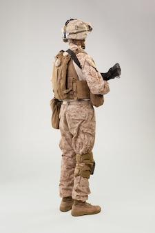 アサルトライフルとアメリカ陸軍海兵隊のレンジャー
