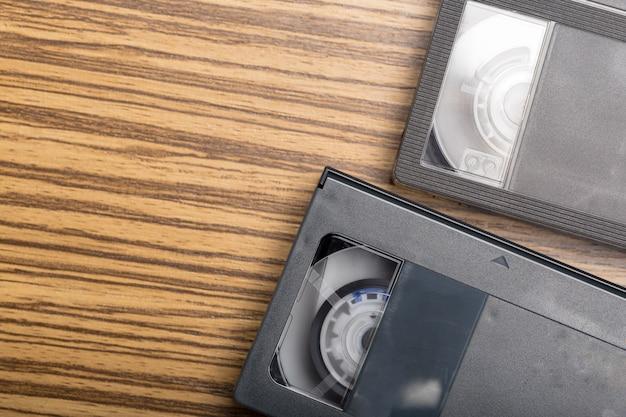 木の上のビデオテープカセット