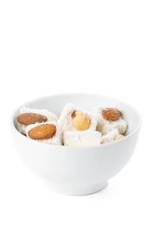 Вкусное рахат-лукум, изолированное на белом