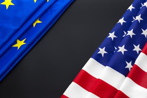 欧州連合とアメリカの国旗。ビジネスと政治
