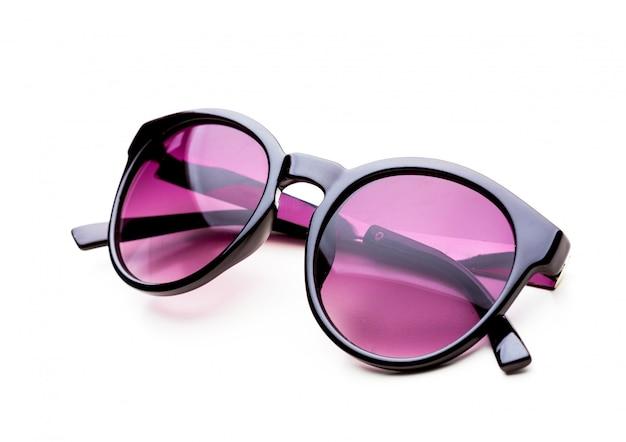 Солнцезащитные очки, изолированные на белой поверхности