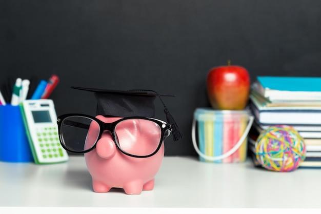 大学卒業証書貯金箱