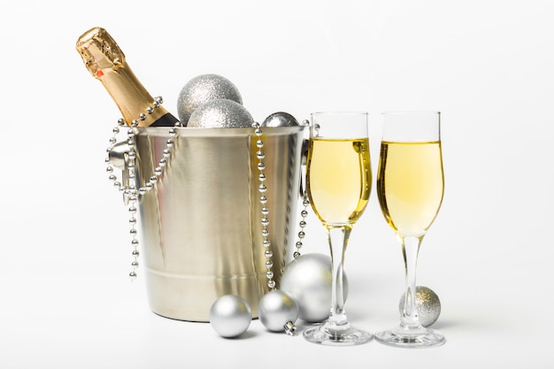シャンパンとクリスマスの装飾