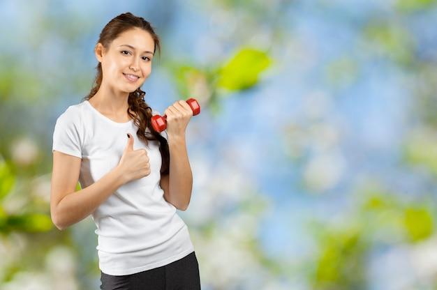 減量。健康的な生活様式。スポーティな健康な女性。