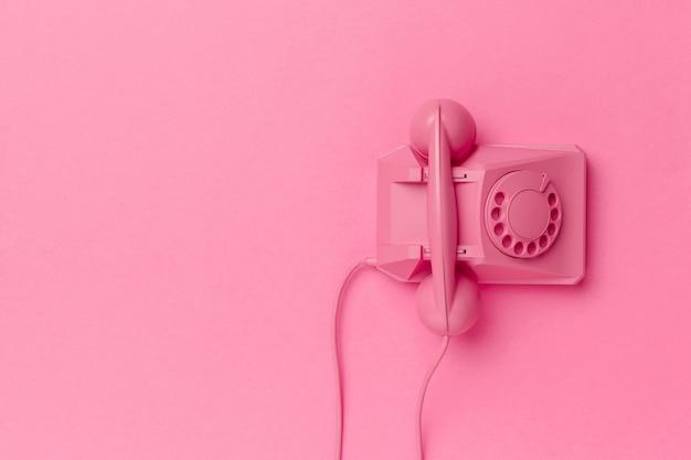 色付きの背景上のヴィンテージの電話