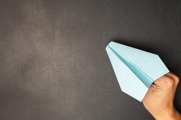 Оригами бумажный самолетик.