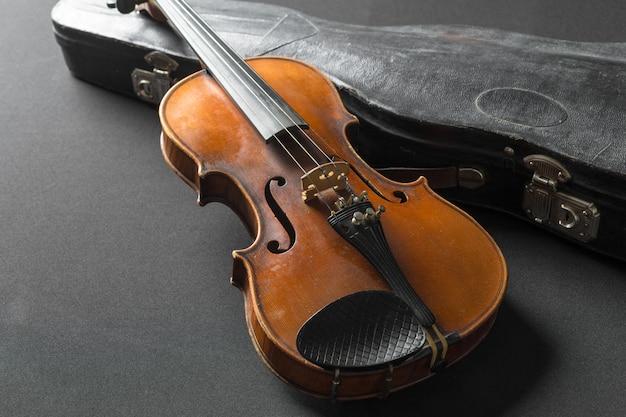 古いバイオリン