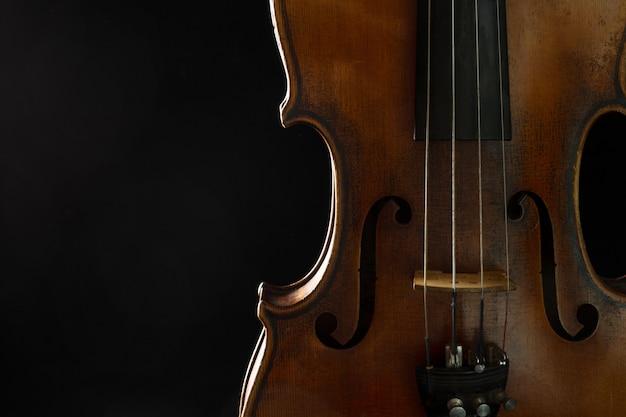 古いバイオリンのクローズアップ