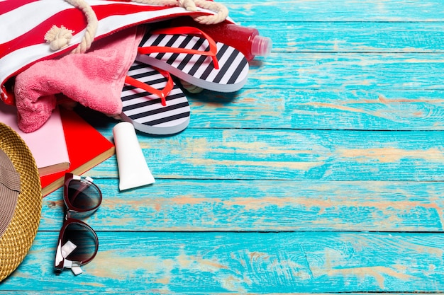 Летний отдых фон с пляжными принадлежностями