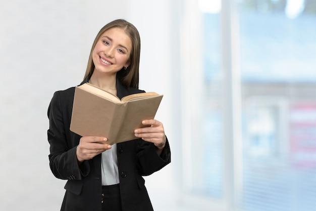 本と笑顔の女の子