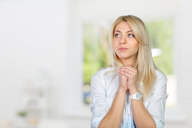 若い女性の祈り