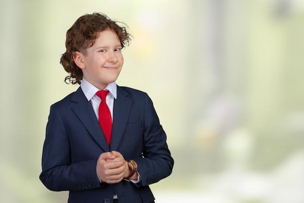 Портрет малыша бизнесмена