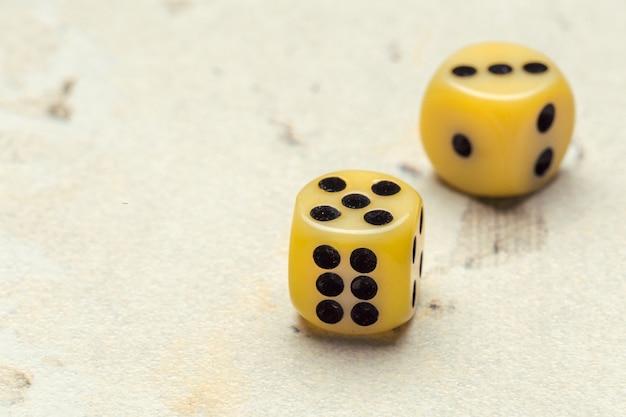 リスク-サイコロをプレイ