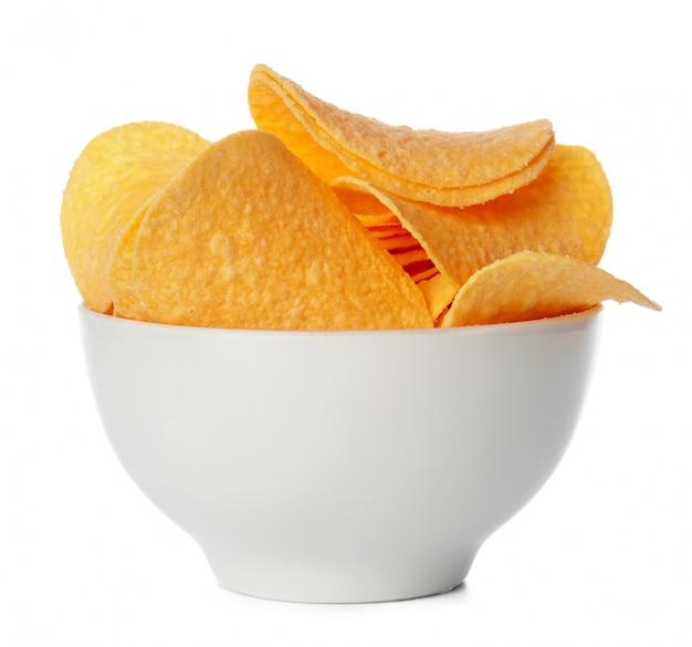 Чаша из картофельных чипсов, изолированные на белом