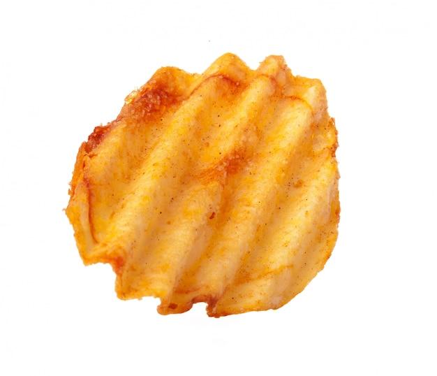 Волнистые ребристые чипсы, изолированные на белом