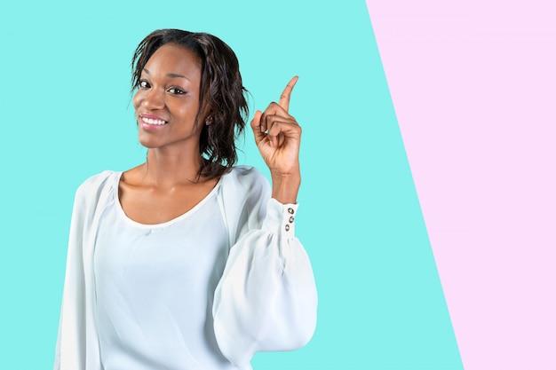 Молодая афроамериканка пришла с идеей