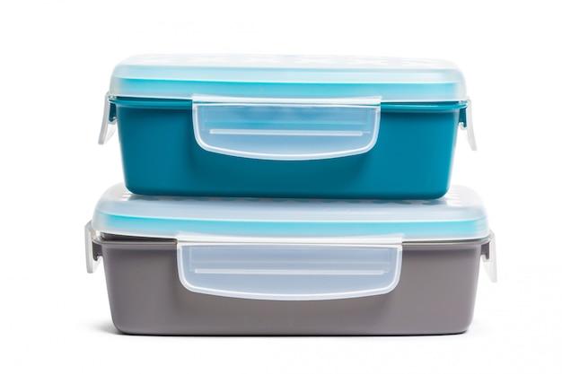 白い背景で隔離されたプラスチック製のお弁当箱