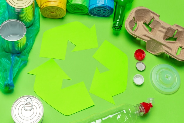 表の背景の上面にシンボルをリサイクルとエコのコンセプト
