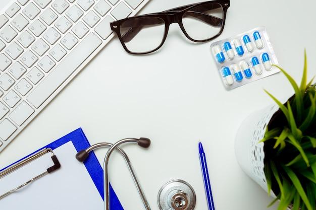 聴診器で医師の職場