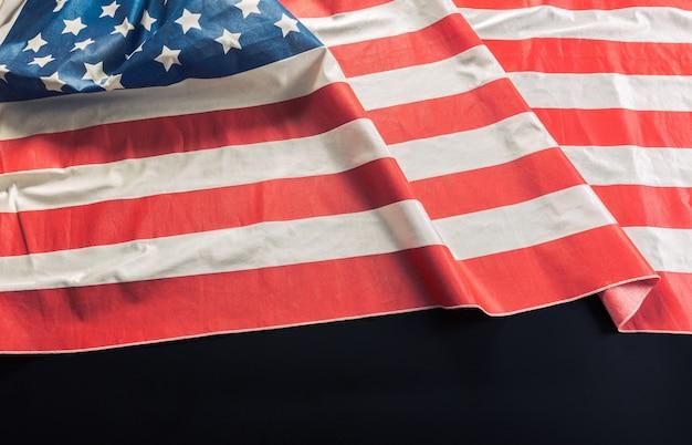 暗い表面にアメリカの国旗