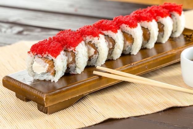 日本の伝統的な食べ物:寿司