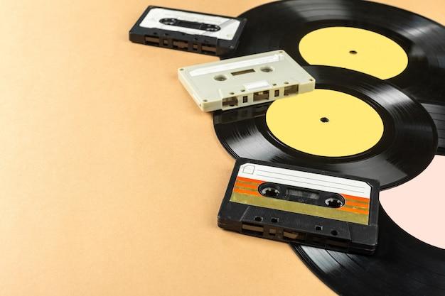 ビニールレコードとテープカセット