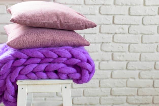 Гигантское шерстяное одеяло и подушки