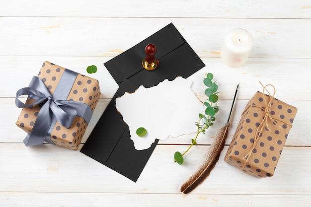 Письмо деду морозу с сургучной печатью на деревянном столе