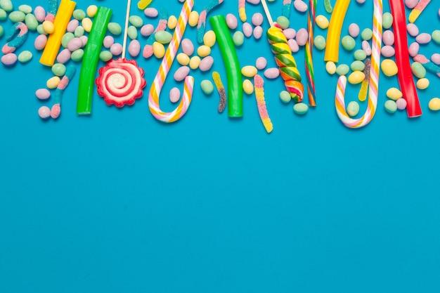 青色の背景色のキャンディー