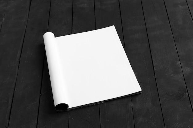 木製テーブルのカタログ