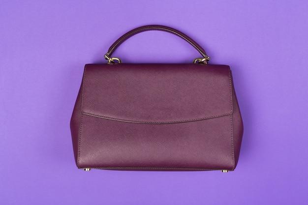 Женская сумка кошелек крупным планом вид сверху на цветном фоне