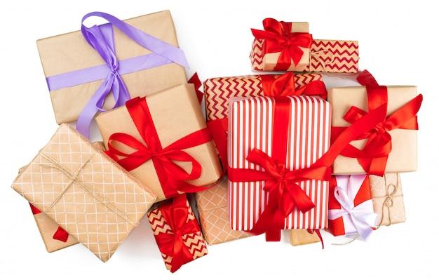 Вид сверху кучу рождественских подарков