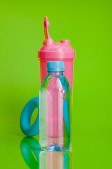 Кристально чистая вода в бутылке