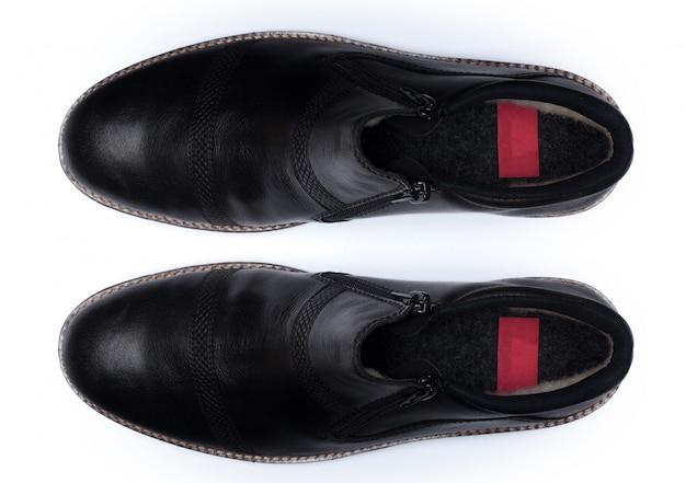 分離された古典的な男性の革の靴、トップビュー。