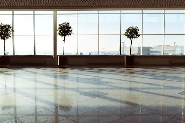 空港での抽象的なぼかしショット