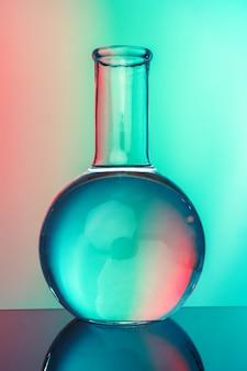 Лабораторная химия посуда на зеленом фоне тонированное