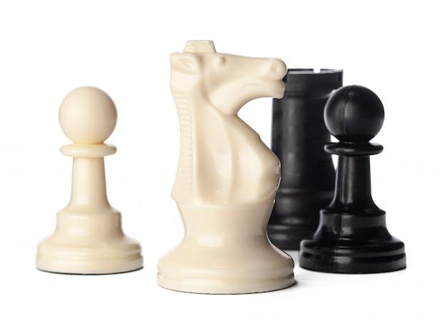 Черно-белые шахматные фигуры